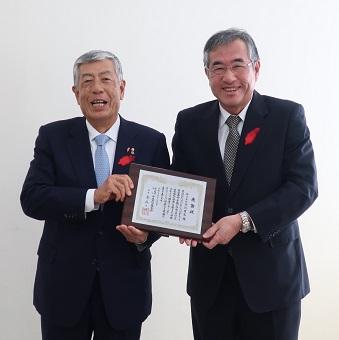 (株)今川商店様、美園モータープール(株)様、南海土地(株)様に感謝状と楯を贈呈しました